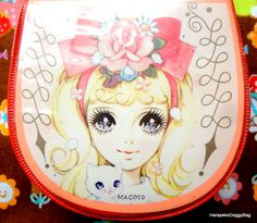 A vintage pocket coin purse case with an illustration of a kawaii girl with a cat from the 1960s or from the Showa Period. The illustration on the front is by Japanese shojo manga artist, Macoto Takahashi.