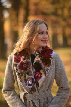 coat and dress outfit Winter Coats Women, Coats For Women, Blazer Outfit, Long Wool Coat, Long Coats, Women's Coats, Mode Mantel, Beige Coat, Blouse Designs