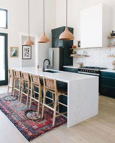 Kitchen pendants and backsplash and hood and waterfall island Kitchen Runner, Kitchen Rug, Kitchen Pendants, Carpet In Kitchen, Vintage Modern, Vintage Rugs, Home Design, Loom And Kiln, Casa Top