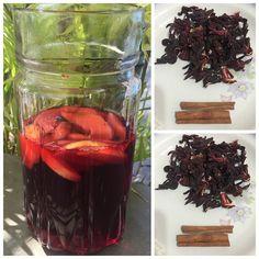 """Chá de hibisco! Como o chá em si não é tão """"gotosinho"""" de tomar a dica é fazer diluído e com frutas para saborizar a água: ferva 300ml de água, desligue o fogo e deixe em infusão com 3 colheres de hibisco desidratado (vende em lojas de produtos naturais e feiras livres) e 2 paus de canela (ótimo termogênico) após 5 min coe e adicione 700ml de água gelada e mais frutas da sua preferência, um dia use maçã ou limão ou laranja ou morangos ... Varie e sabor."""