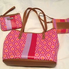 SPRING IS IN THE AIR!  Nine West w 2 wristlets! REDUCED!!!!    BEAUTIFUL multi pocket LARGE spring bag with matching makeup/change purse AND wristlet! What a steal!!! Nine West Bags