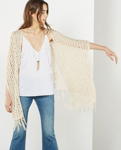 Poncho de crochet de mujer Sfera en color crema