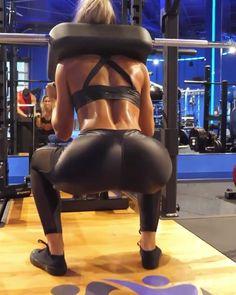 abes‼️ This girl @valentinalequeux@valentinalequeux she has the most creative and amazing workouts for gym and house make sure to give