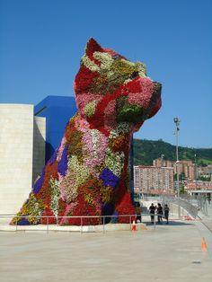 Jeff Koon in Bilbao in front of the Guggenheim. Fun!