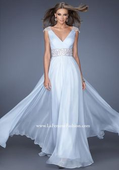 We Know you Love La Femme Dresses as Much as We Do! Find the Perfect La Femme Prom or Homecoming Dress of Your Dreams Today at Peaches Boutique Prom Dresses 2016, V Neck Prom Dresses, Prom Dresses Online, Strapless Dress Formal, Formal Dresses, Wedding Dresses, Dress Prom, Special Dresses, Dress Online
