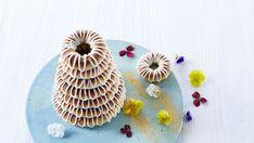 Kransekage - Opskrift på hjemmelavet kransekage med glasur - Arla Marzipan, Mini Cupcakes, Macarons, Menu, Sweets, Snacks, Desserts, Food, Menu Board Design