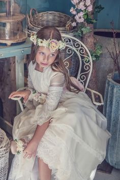 Alejitos Comuniones - blog moda infantil | Compritas para los Peques Cute Flower Girl Dresses, First Communion Party, Baptism Dress, Dress Rings, Communion Dresses, Young Fashion, Wedding Hair And Makeup, Creations, Photos