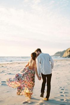 From Cute To Fun And Top 36 Engagement Photo Ideas ★ engagement engagement engagement photos engagement pictures photography pics pictures shoots engagement engagement Romantic Beach Photos, Beach Images, Pre Wedding Praia, Beach Pink, Photos Bff, Videos Instagram, Beach At Night, Beach Engagement Photos, Country Engagement