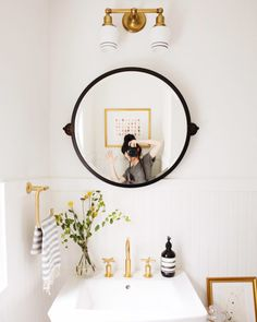 Round Mirrors – 15 Rooms That Prove This Trend is Here to Stay