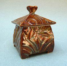 Small lidded ceramic box by Rachel Minor Ceramic Boxes, Clay Studio, Decorative Boxes, Jar, Ceramics, Artwork, Ideas, Design, Home Decor