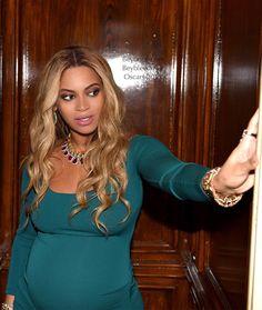 "1,569 Likes, 6 Comments - Beyoncé (@beybleedblue) on Instagram: ""#bgkc #baddiebey #beyhive #beyonce #giselle #knowles #carter #queen #queenofpop #iheartbeyonce…"""