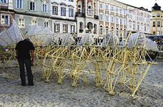 Theo Jansen is a Dutch artist who, for the last couple of decades, has been building increasingly elaborate kinetic sculptures that he calls strandbeesten (beach-animals). Wind Machine, Information Art, Kinetic Art, Dutch Artists, Art For Art Sake, Public Art, Animals Beautiful, Holland, Horses