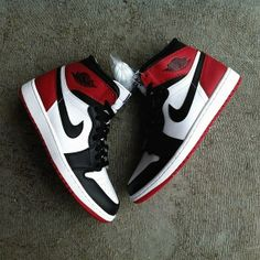 "The premium Jordan Retro releases continue with the return ""Black Toe"" Air Jordan 1 Retro High. The sneaker last released in 2007 but their return is OG Jordan Shoes Girls, Air Jordan Shoes, Girls Shoes, Jordan Nike, Nike Air Jordan Retro, Nike Retro, Retro Nike Shoes, Jordan 1 Black, Jordan 1 Retro High"