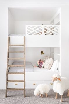 shared girl bedroom design with built in bunkbeds, shared kid room design, airy and light kid room in cottage or shared bedroom in lake house, girl bedroom descor Bunk Beds Built In, Modern Bunk Beds, Kids Bunk Beds, Loft Beds, Built In Beds For Kids, White Bunk Beds, Bed For Kids, Boys Bunk Bed Room Ideas, House Bunk Bed