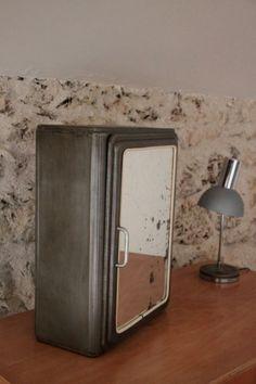 Ancienne armoire pharmacie en métal brossé... http://www.lanouvelleraffinerie.com/nouveautes/675-apothicaire-ancienne-armoire-pharmacie-en-metal-brosse.html