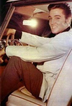 Elvis Presley - Cars - He looking gorgeous,