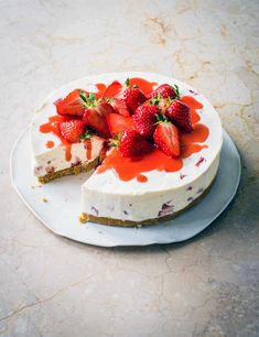 Looking for a strawberry shortcake recipe? Want to know how to make perfect strawberry cake? Check out our 27 strawberry recipes for easy summer desserts Raspberry No Bake Cheesecake, Best Cheesecake, Easy Cheesecake Recipes, Dessert Recipes, Cheesecake Trifle, Strawberry Shortcake Recipes, Strawberry Cakes, Strawberry Recipes, Strawberry Sauce