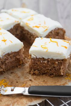 Juicy carrot cake from the tin- Saftiger Karottenkuchen vom Blech Juicy carrot cake from the tin - Cake Recipes, Snack Recipes, Easy Smoothie Recipes, Pumpkin Spice Cupcakes, Food Cakes, Fall Desserts, Cake Plates, Ice Cream Recipes, Coffee Recipes