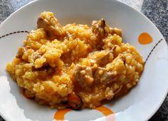 Ingredientes: aceite de oliva, mejillones con sus valvas, diente de ajo, cebolla, pollo, arroz bomba, caldo de pollo, sal (probar y rectificar si es n...