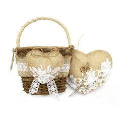 ALMOFADA PORTA ALIANÇA + CESTA PARA FLORISTAKit feito de tecido de juta e renda de algodão.Decorado com renda guipir importada de primeira linha.Materiais naturais e ecológicos. #cesta #cestinha #florista #flores #almofada #juta #renda #guipir #portaaliança #ringpillow #ring #daminhas #pajem #casamento #cerimônia #rustico #chique #noivinhasdeluxo #ringbearer #pillow