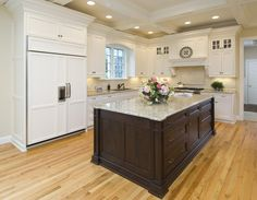 Crema-marfil-granite-kitchen-traditional-with-granite-counters-stainless-steel.jpg 990×768 pixels
