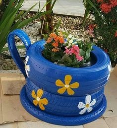 90 Awesome Vegetables and Flower Container Garden Design Ideas For Summer Diy Garden Projects, Garden Crafts, Diy Garden Decor, Garden Art, Tire Craft, Painted Tires, Tire Garden, Tire Furniture, Tire Planters