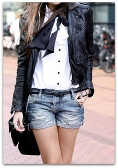 How To Wear Black Leather Jacket This Spring. How to Wear a Leather Jacket: 5 Outfits You Haven't Thought of Yet Looks Chic, Looks Style, Style Me, Fashion Moda, Look Fashion, Womens Fashion, Street Fashion, Net Fashion, Fashion Images