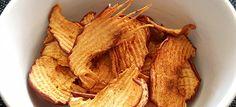 Gezonde appelchips uit de oven met kaneel. Zo gemaakt en heerlijk als tussendoortje.