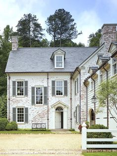 Le Palace, White Wash Brick, Design Exterior, Atlanta Homes, Home Fashion, Traditional House, Architecture Details, Beautiful Architecture, Old Houses