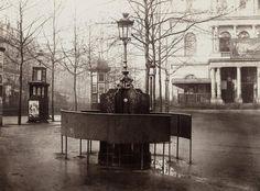 Paris, 1876, urinoir