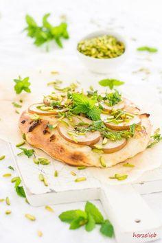 Recipe for pear pizza // Rezept Birnen Pizza // copyright by herzelieb // Diese Kuchenpizza lässt sich schnell zubereiten. Das Rezept ist einfach und schlicht.