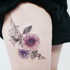 Dahila+flowers+on+thigh+by+Tattooist+Flower