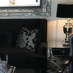 Hjemme hos dyktige @monicaseverinsen  #Fiori #puter #sanfranciscosidebord  og #speil finnes i vår online shop http://www.classic-living.no... #interiør #decoration #interior