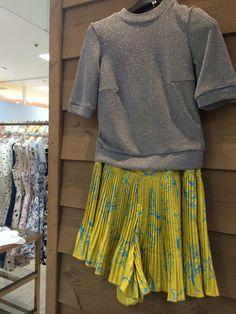dudetteのショートパンツ。ミニスカートにも見えるドレープが可愛い。
