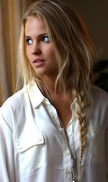 simple hairstyle for beach