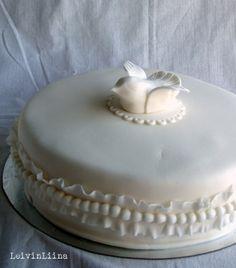 LeivinLiina: Ristiäiskakku kyyhkykoristeella / Christening Cake