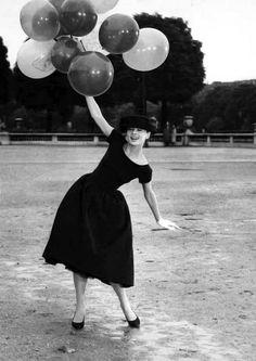 Audrey Hepburn e bexigas