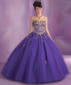 Pretty quinceanera dresses, 15 dresses, and vestidos de quinceanera. We have turquoise quinceanera dresses, pink 15 dresses, and custom quince dresses! Sweet Sixteen Dresses, Sweet 16 Dresses, Sweet Dress, 15 Dresses, Ball Dresses, Pretty Dresses, Bridal Dresses, Beautiful Dresses, Ball Gowns
