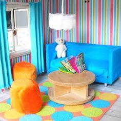 Niebieska kanapa z pufami do domku dla lalek fufurufu