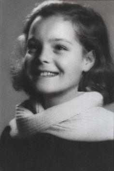 Afbeeldingsresultaat voor romy schneider as a child Romy Schneider, Magda Schneider, Young Celebrities, Young Actors, Sophie Marceau, Julia Roberts, Harry Meyen, Sissi Film, Meg Ryan