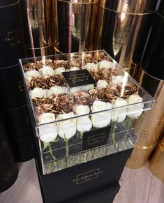 Luxury lifestyle designer the Billion Roses Amazing Flowers, Beautiful Flowers, Billion Roses, Luxury Flowers, Deco Floral, Love Is In The Air, Box With Lid, Flower Boxes, Floral Arrangements