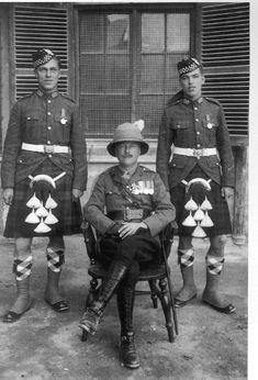 A&SH British Army Uniform, British Uniforms, British Army Regiments, Military Police, Military Uniforms, Scottish Dress, Pith Helmet, Scottish Warrior, Rare Historical Photos