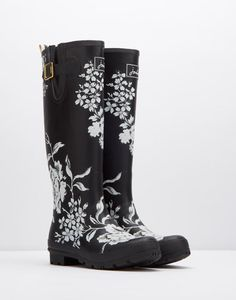 'Joules: Right as Rain'        WELLYPRINTPrinted Wellies Joules Wellies, Wellies Boots, Shoe Boots, Garden Boots, Garden Hose, Wellington Boot, Rain Wear, Black Boots, Rubber Rain Boots