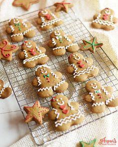 Galletas de jengibre suaves y deliciosas, perfectas para Navidad!. Una receta increíble de Annas Pasteleria - The cutest and most beautiful gingerbread man cookies i