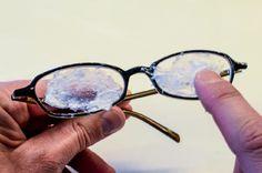 Si pasas esto por tus lentes podrás remover todas las marcas y rayones ¡Bastante sencillo!