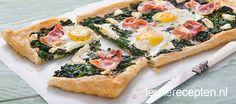 Bladerdeeg Spinazie Plaattaart met ei, kaas en ontbijtspek