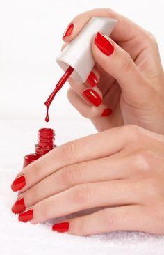 5 tricks for nail polish faster drying - Nail Designs Get Nails, How To Do Nails, Hair And Nails, Nail Problems, Nagel Hacks, Nail Polish, Red Polish, Salud Natural, Manicure E Pedicure