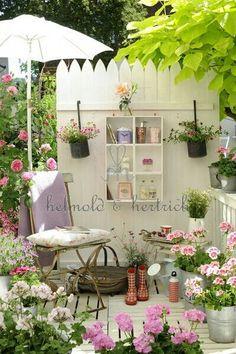 C o t t a g e G a r d e n balcony boho chic Small Courtyard Gardens, Outdoor Gardens, Outdoor Spaces, Outdoor Living, Outdoor Decor, Garden Dividers, Shabby Chic Garden, Pergola, Back Patio