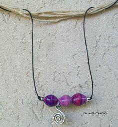 Bracciale con perle di carta - tecnica quilling - e finta vetrificazione.  http://it.artesanum.com/artigianato-bracciale_per_bambina-58774.html