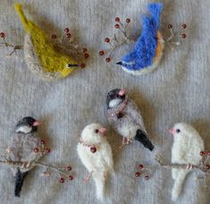 torikomono (@torikomono) | Twitter Felt Diy, Felt Crafts, Fabric Crafts, Needle Felted Animals, Felt Animals, Ornament Pattern, Needle Felting Tutorials, Wool Art, Felt Birds